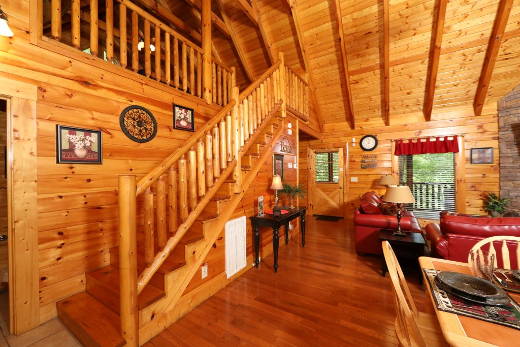 Photo of a Sevierville Cabin named Around The Mountain - This is the seventeenth photo in the set.