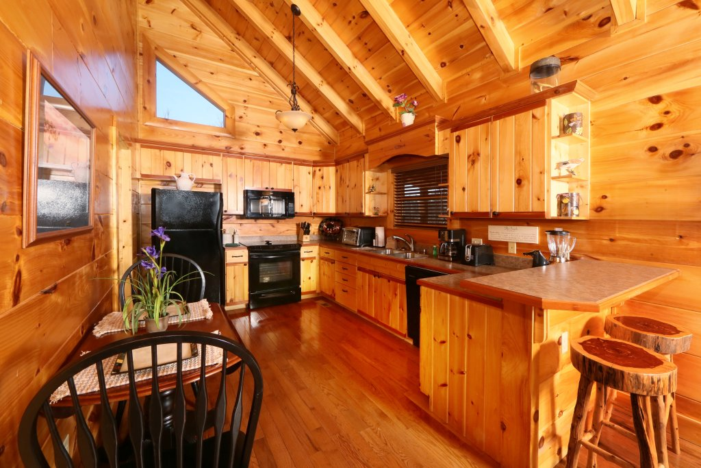 Photo of a Gatlinburg Cabin named Skinny Dippin - This is the fourteenth photo in the set.