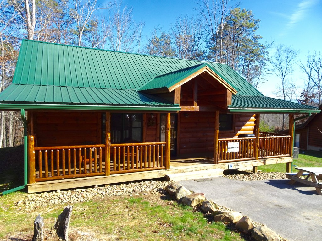 Photo of a Gatlinburg Cabin named Skinny Dippin - This is the eighteenth photo in the set.