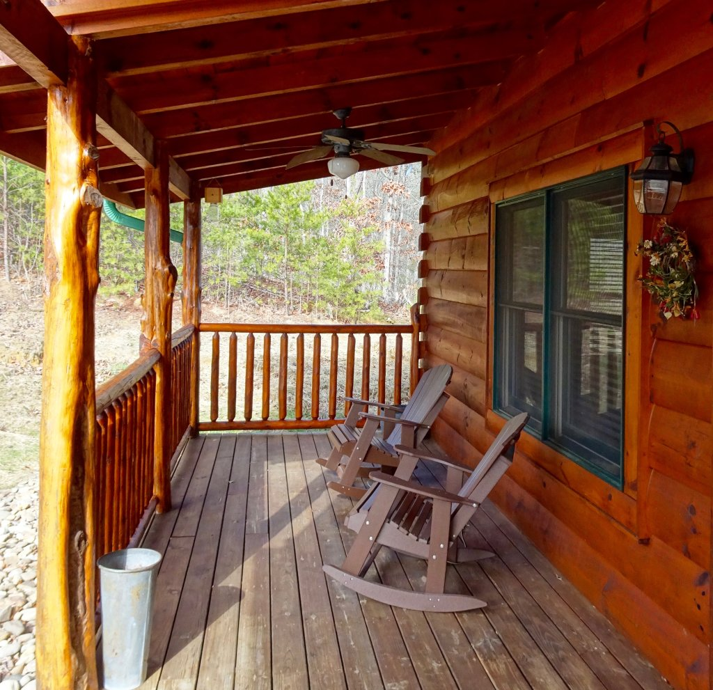 Photo of a Gatlinburg Cabin named Skinny Dippin - This is the twentieth photo in the set.