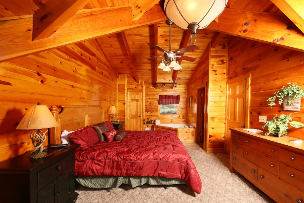 Photo of a Pigeon Forge Cabin named Snow Bear - This is the fourth photo in the set.
