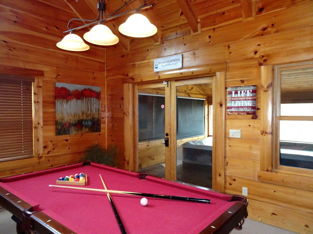 Photo of a Gatlinburg Cabin named Skinny Dippin - This is the thirteenth photo in the set.