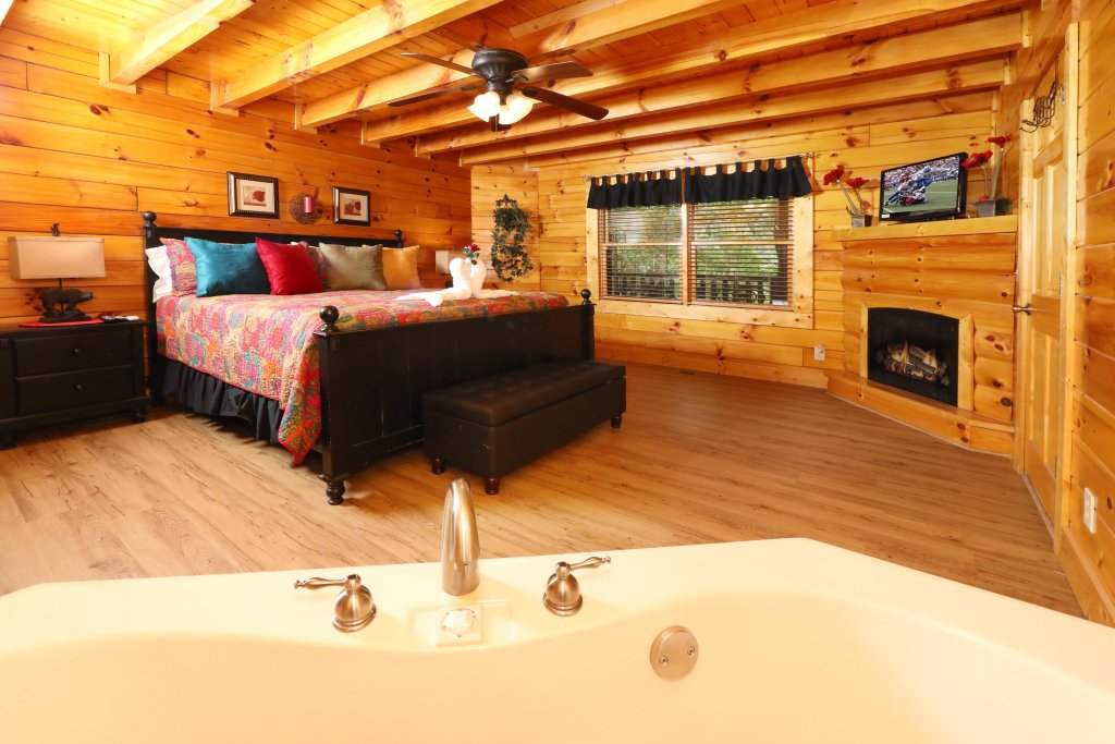 Photo of a Sevierville Cabin named Around The Mountain - This is the twelfth photo in the set.