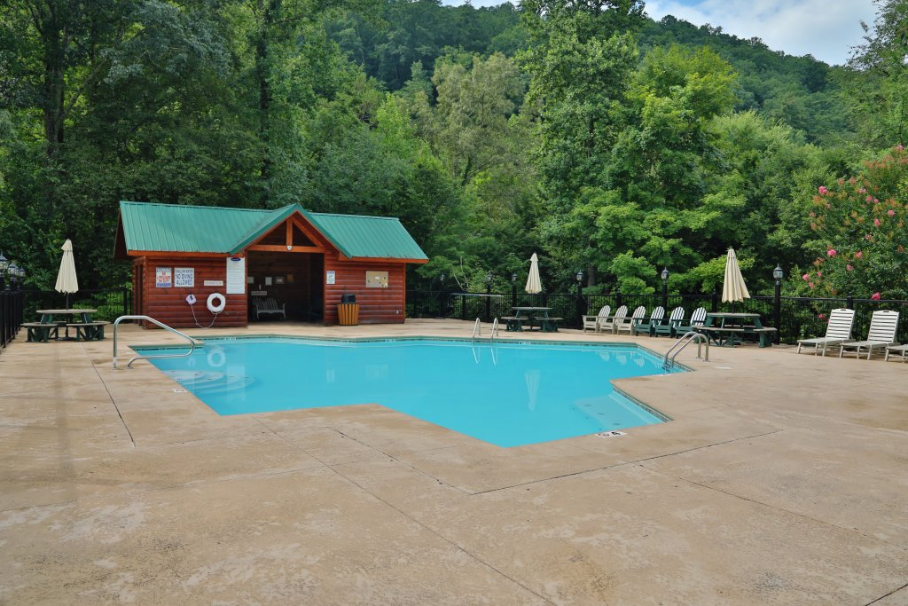 Photo of a Gatlinburg Cabin named Skinny Dippin - This is the twenty-seventh photo in the set.