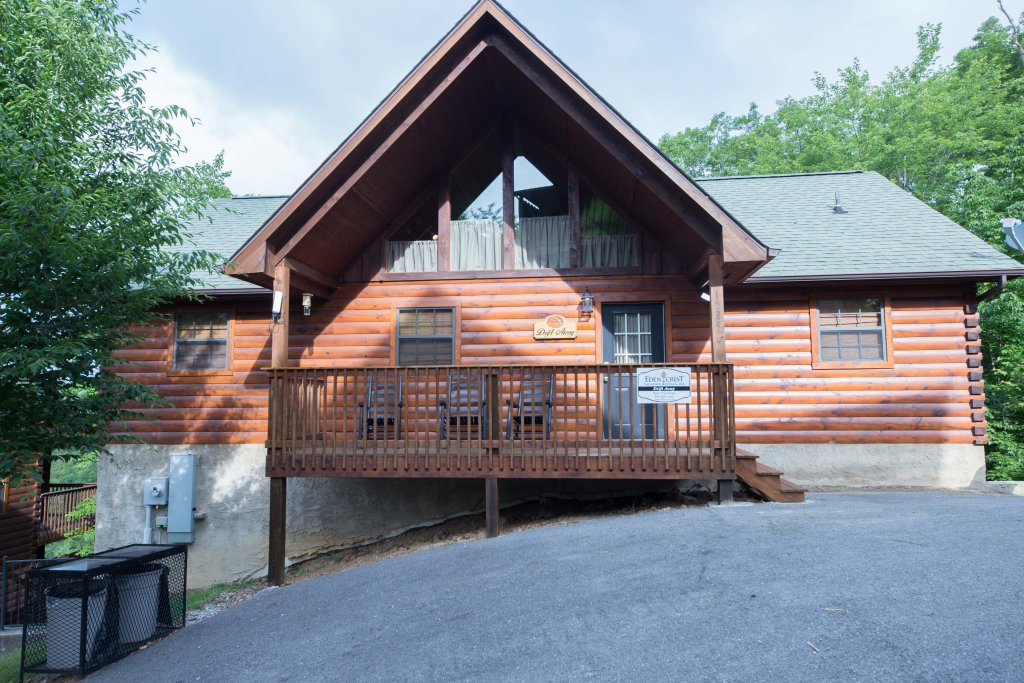 Photo of a Pigeon Forge Cabin named Drift Away - This is the first photo in the set.