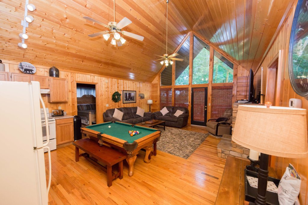 Photo of a Pigeon Forge Cabin named Drift Away - This is the third photo in the set.