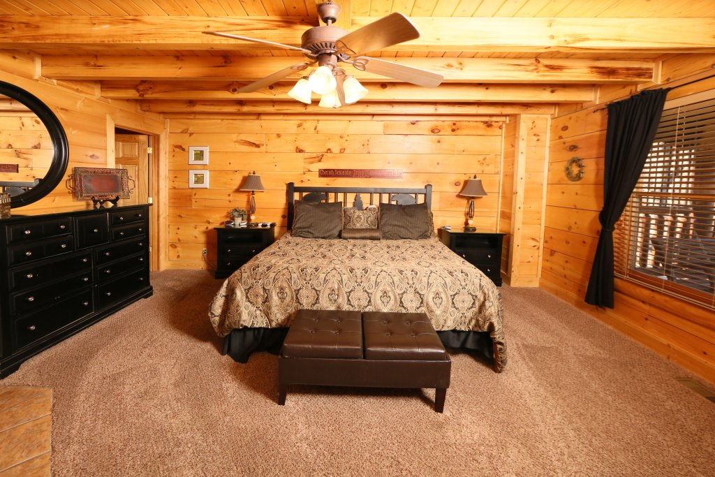 Photo of a Sevierville Cabin named Sweet Surrender - This is the fourth photo in the set.