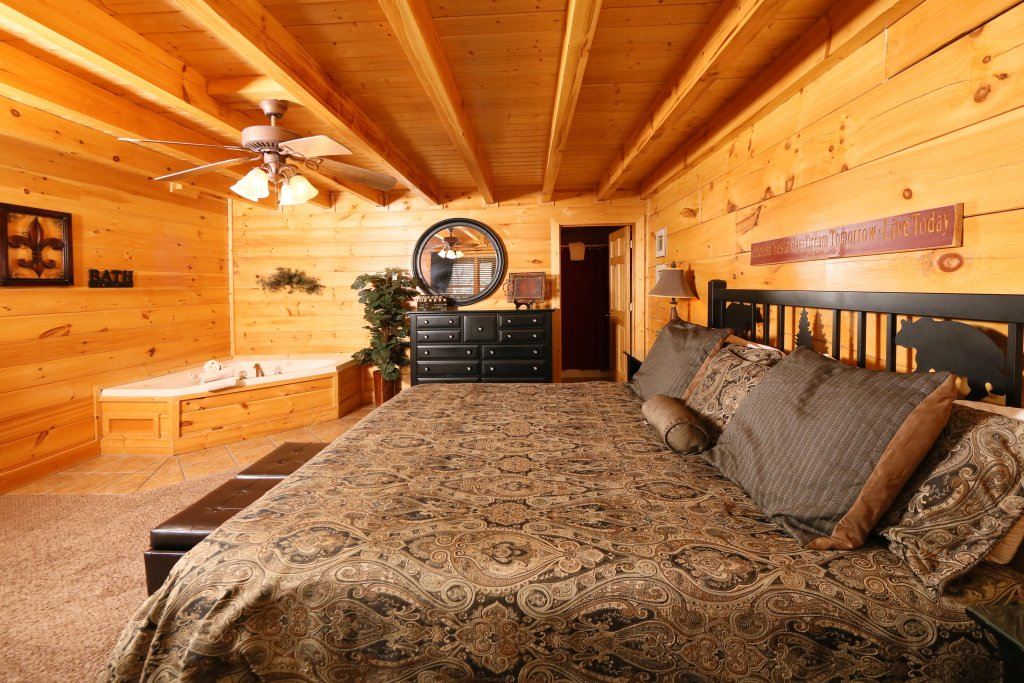Photo of a Sevierville Cabin named Sweet Surrender - This is the sixth photo in the set.