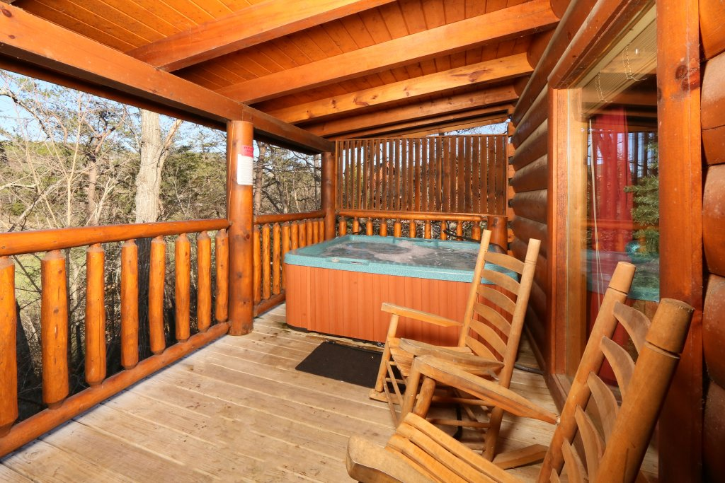 Photo of a Sevierville Cabin named Sweet Surrender - This is the seventeenth photo in the set.
