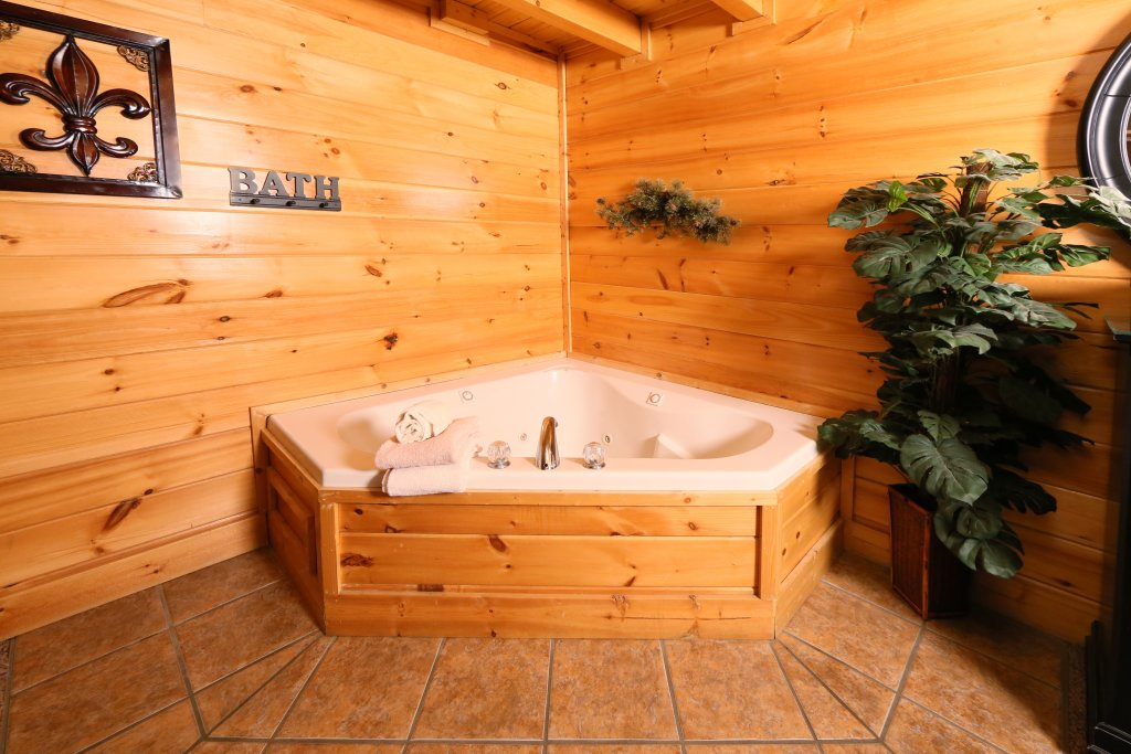 Photo of a Sevierville Cabin named Sweet Surrender - This is the eighth photo in the set.