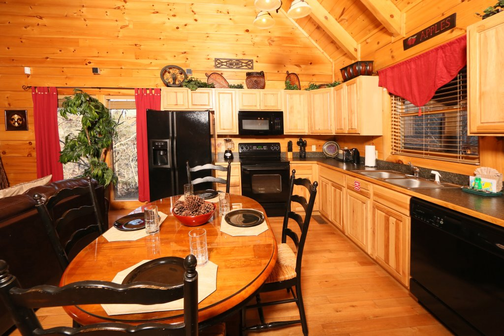 Photo of a Sevierville Cabin named Sweet Surrender - This is the fifteenth photo in the set.
