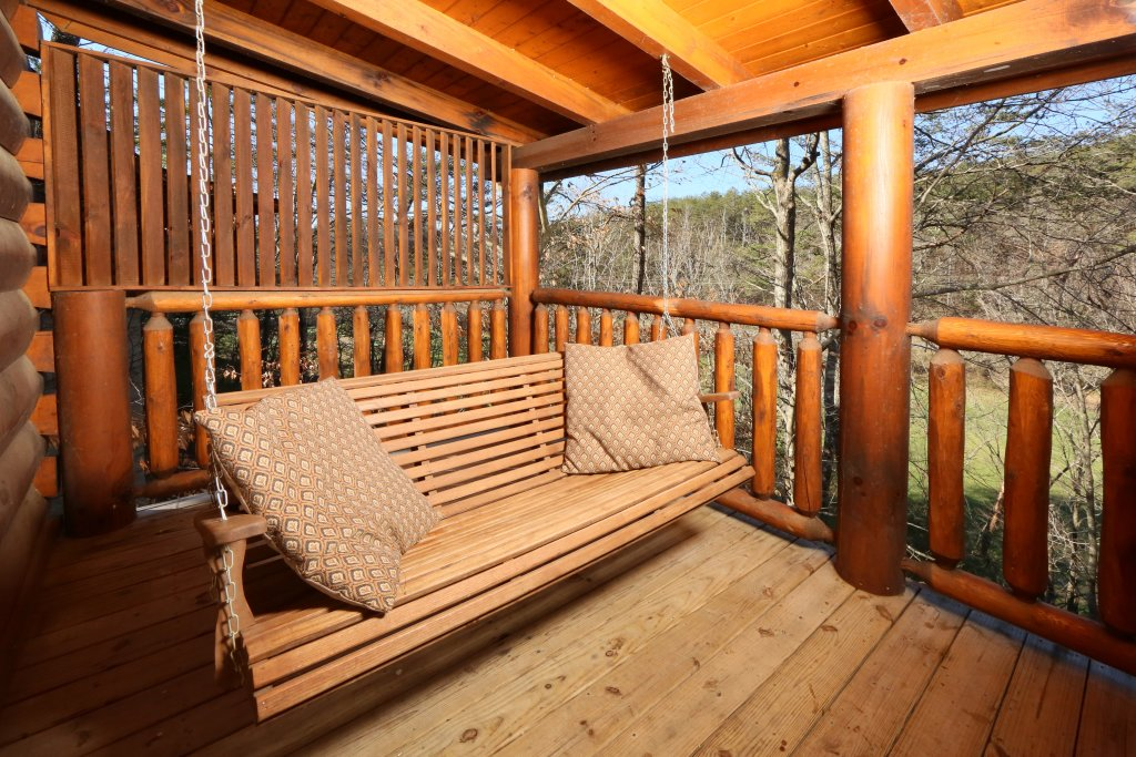 Photo of a Sevierville Cabin named Sweet Surrender - This is the eighteenth photo in the set.