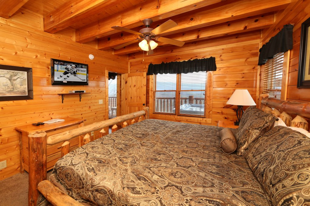 Photo of a Sevierville Cabin named Wavyleaf Retreat - This is the fifteenth photo in the set.