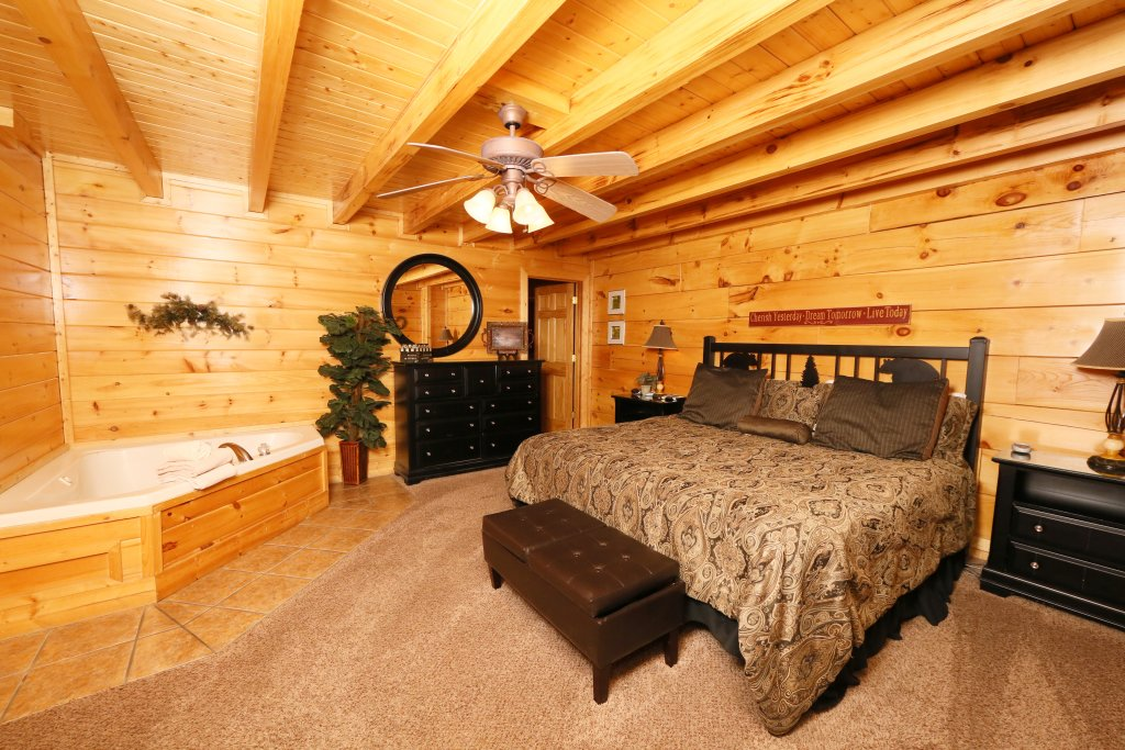 Photo of a Sevierville Cabin named Sweet Surrender - This is the fifth photo in the set.