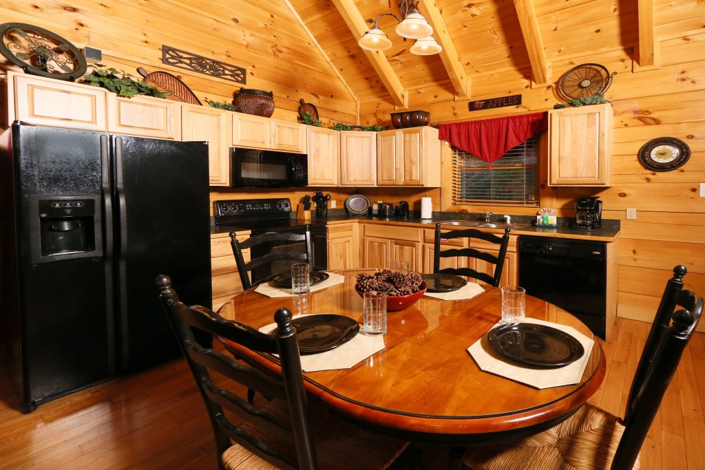 Photo of a Sevierville Cabin named Sweet Surrender - This is the fourteenth photo in the set.