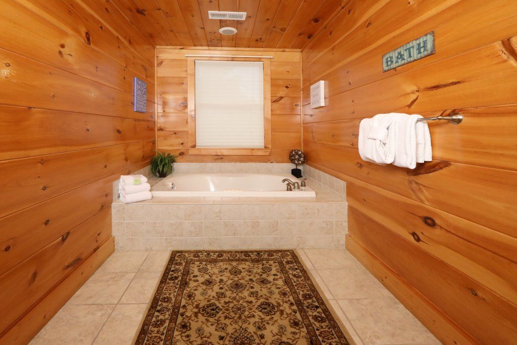 Photo of a Sevierville Cabin named Majestic Manor - This is the tenth photo in the set.