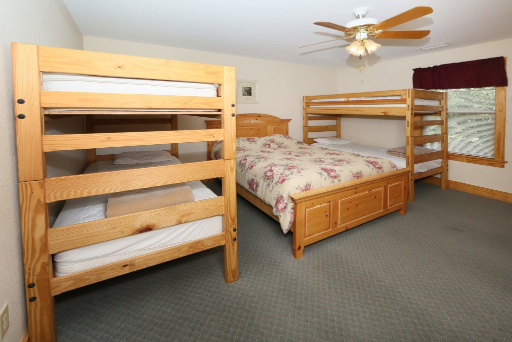 Photo of a Pigeon Forge Condo named Poplar Point Condo Unit 12f - This is the twelfth photo in the set.