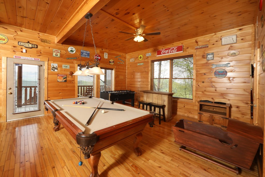 Photo of a Sevierville Cabin named Bentley Lodge - This is the twenty-third photo in the set.