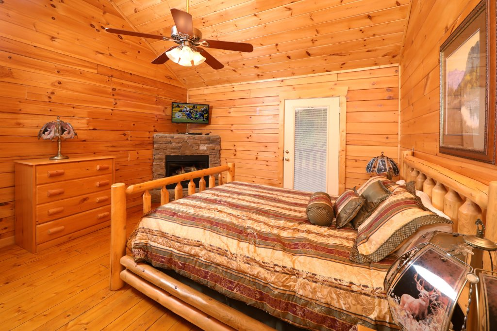 Photo of a Sevierville Cabin named Bentley Lodge - This is the fifth photo in the set.