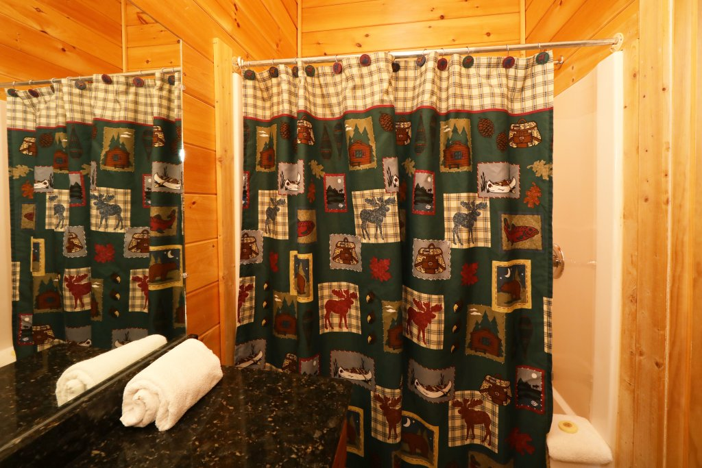Photo of a Sevierville Cabin named Bentley Lodge - This is the sixth photo in the set.