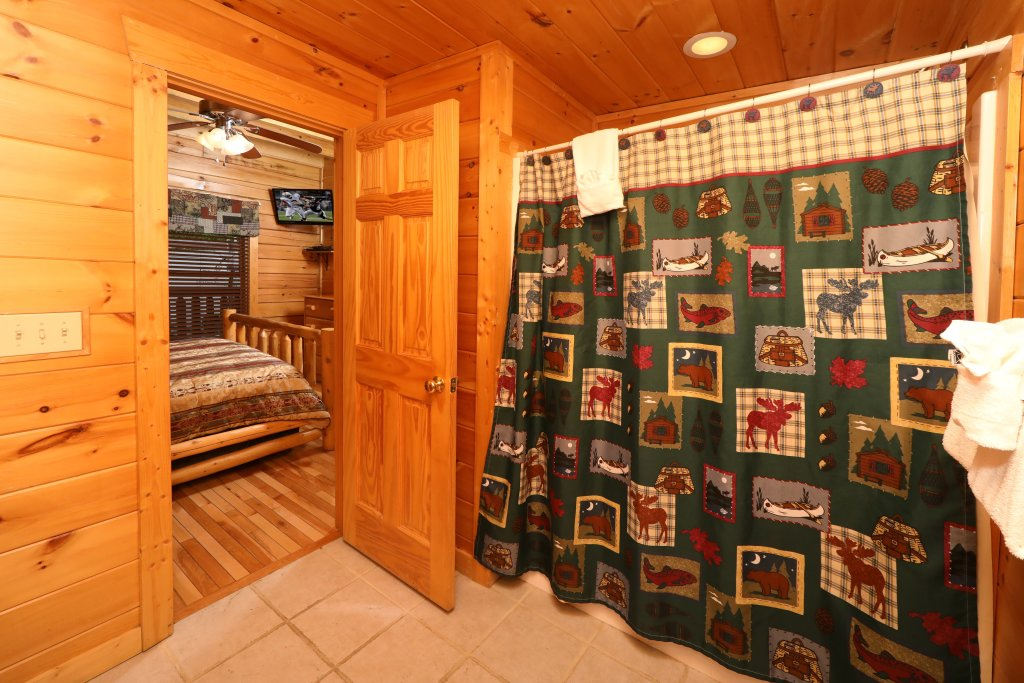 Photo of a Sevierville Cabin named Bentley Lodge - This is the fourteenth photo in the set.