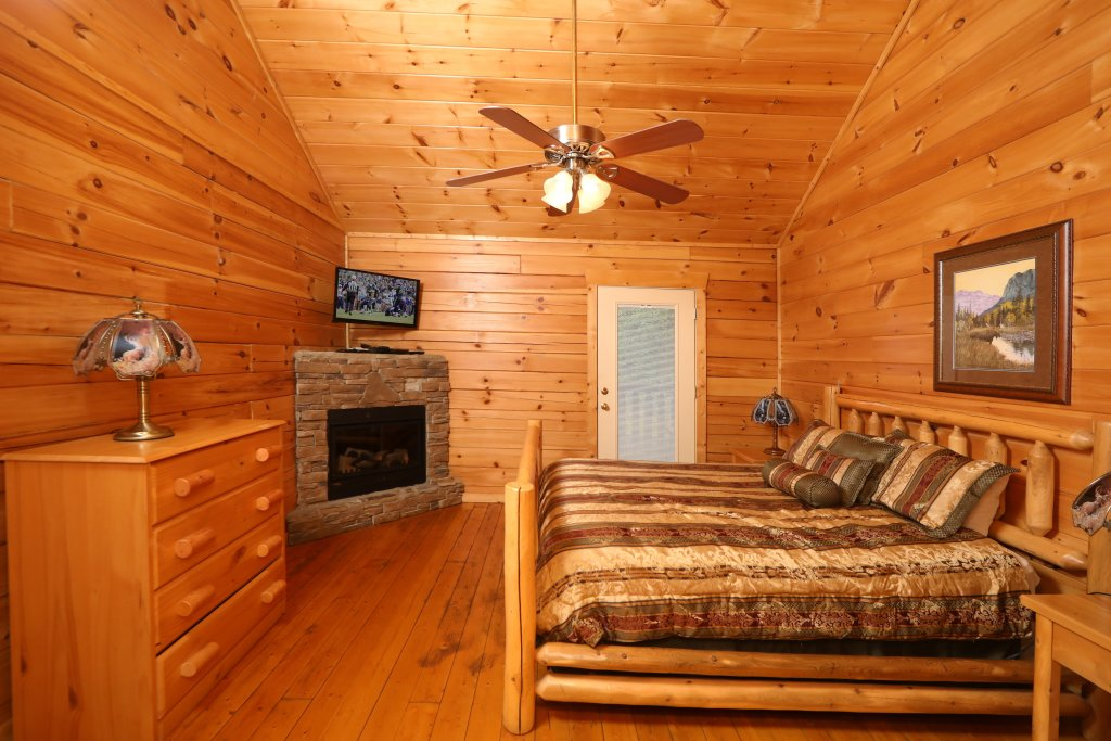 Photo of a Sevierville Cabin named Bentley Lodge - This is the thirteenth photo in the set.