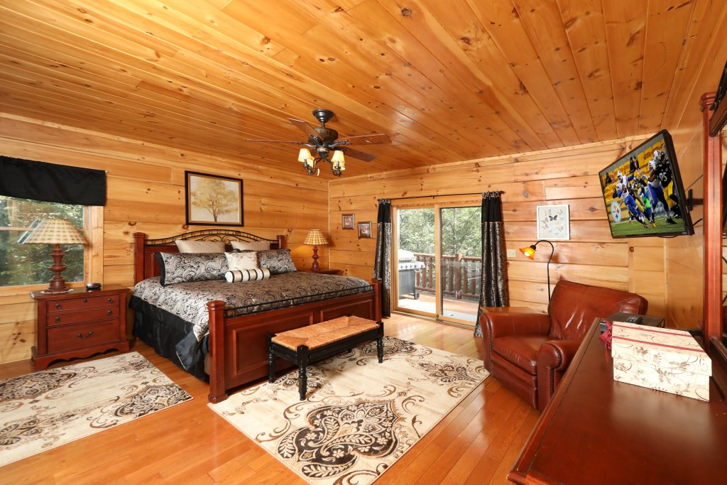Photo of a Sevierville Cabin named Majestic Manor - This is the sixth photo in the set.