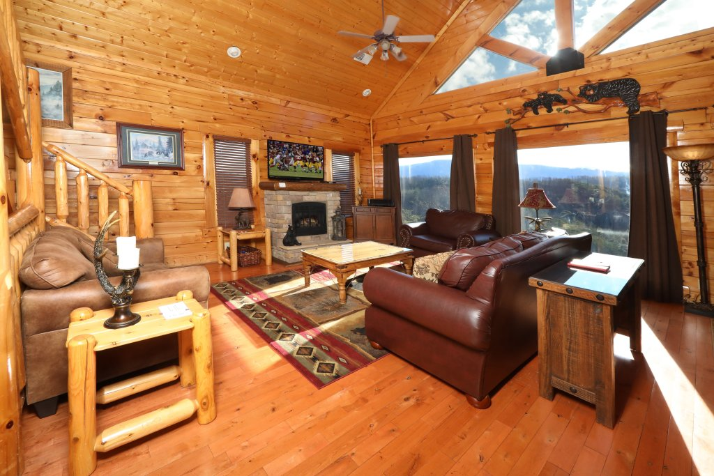 Photo of a Sevierville Cabin named Bear-a-dise In The Smokies - This is the third photo in the set.