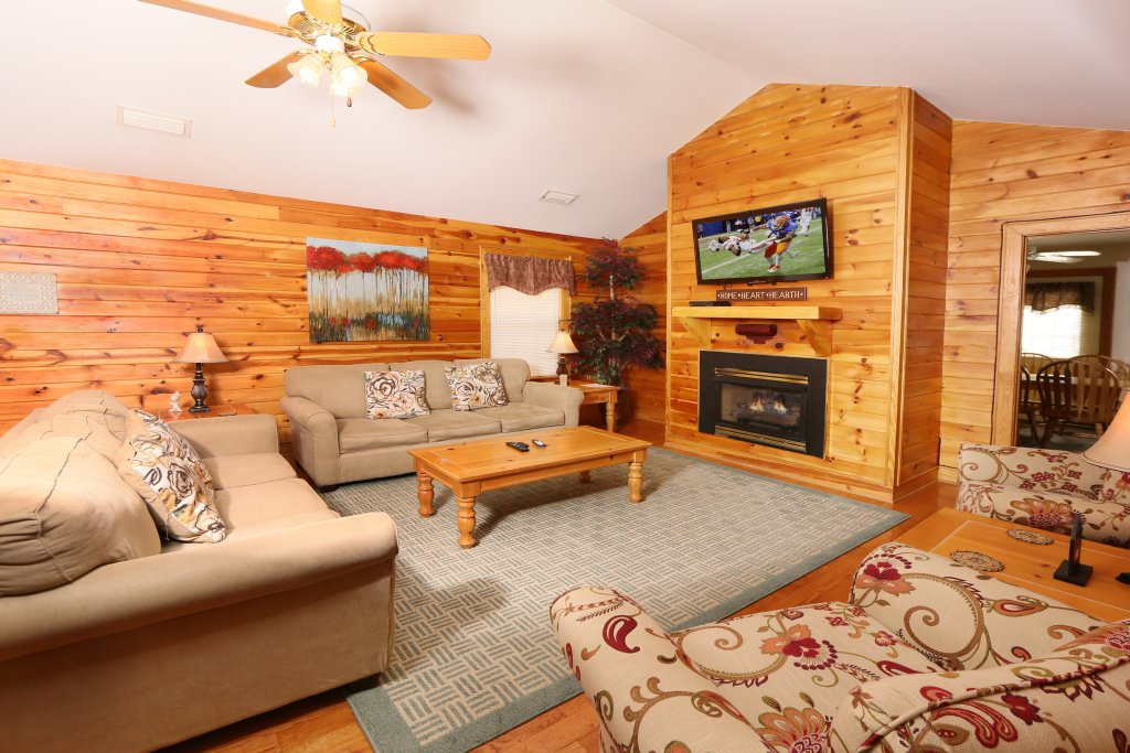 Photo of a Pigeon Forge Chalet named Walnut Grove (#2) - This is the third photo in the set.