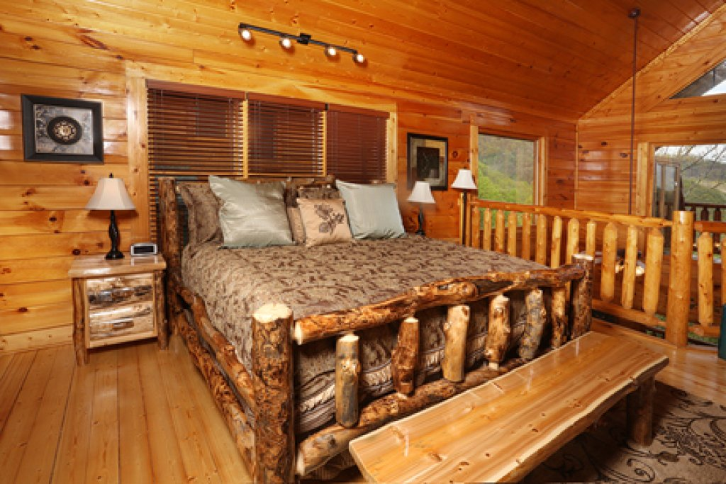 Photo of a Sevierville Cabin named Mountain Dreams - This is the fourth photo in the set.