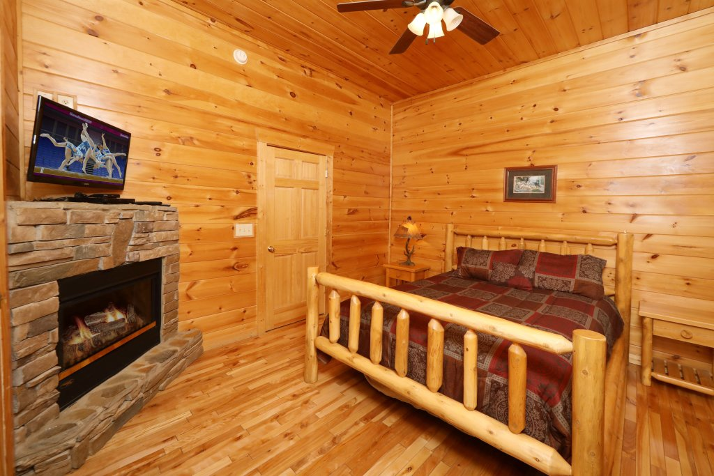 Photo of a Sevierville Cabin named Bentley Lodge - This is the fifteenth photo in the set.
