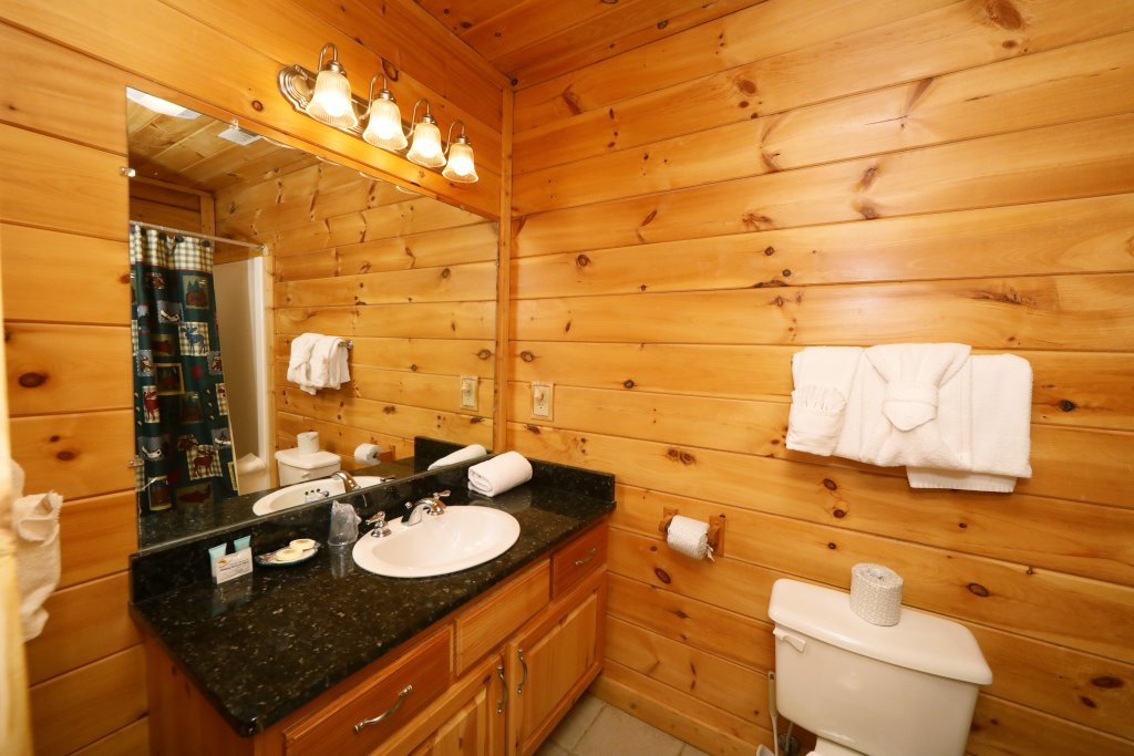 Photo of a Sevierville Cabin named Bentley Lodge - This is the twentieth photo in the set.