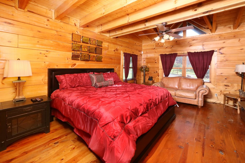 Photo of a Sevierville Cabin named Southern Hospitality - This is the fifth photo in the set.