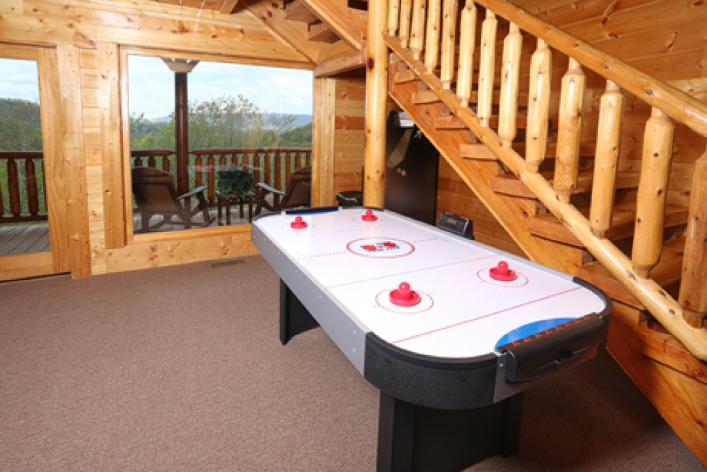 Photo of a Sevierville Cabin named Mountain Dreams - This is the tenth photo in the set.