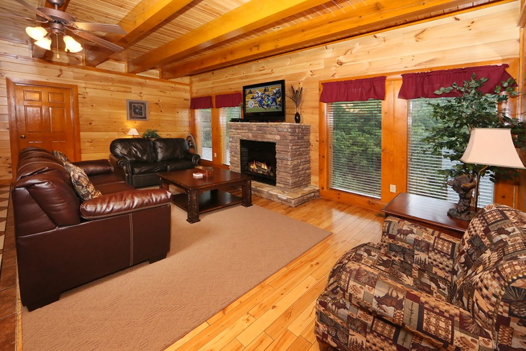 Photo of a Sevierville Cabin named Mountain Movie Inn - This is the third photo in the set.