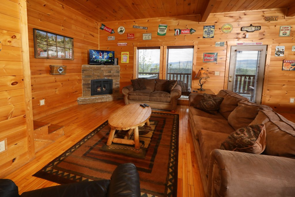 Photo of a Sevierville Cabin named Bentley Lodge - This is the twenty-fourth photo in the set.