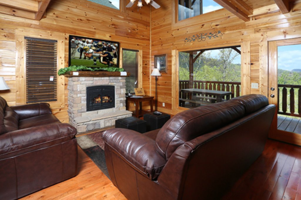Photo of a Sevierville Cabin named Mountain Dreams - This is the second photo in the set.