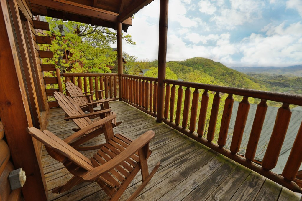 Photo of a Sevierville Cabin named Bentley Lodge - This is the thirty-third photo in the set.