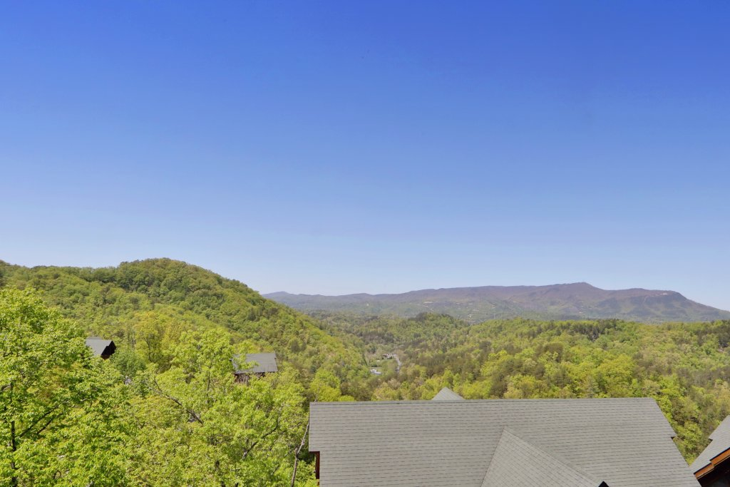 Photo of a Sevierville Cabin named Scenic Vista Lodge - This is the thirty-fourth photo in the set.