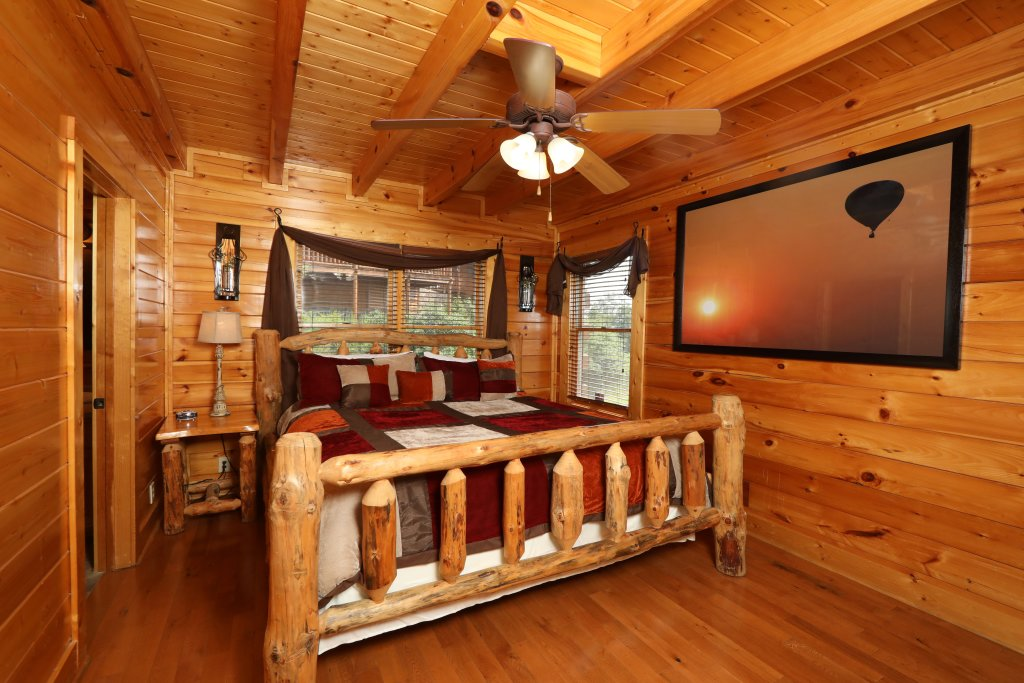 Photo of a Pigeon Forge Cabin named Up, Up & Away - This is the fifth photo in the set.