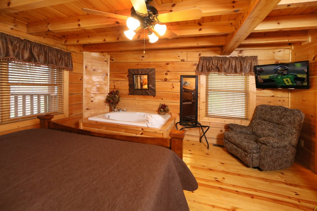 Photo of a Sevierville Cabin named Smoky Mountain Getaway - This is the fourth photo in the set.