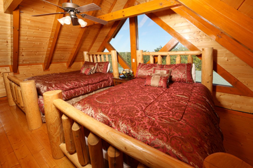 Photo of a Sevierville Cabin named Paradise Mountain Pool Lodge - This is the fourteenth photo in the set.