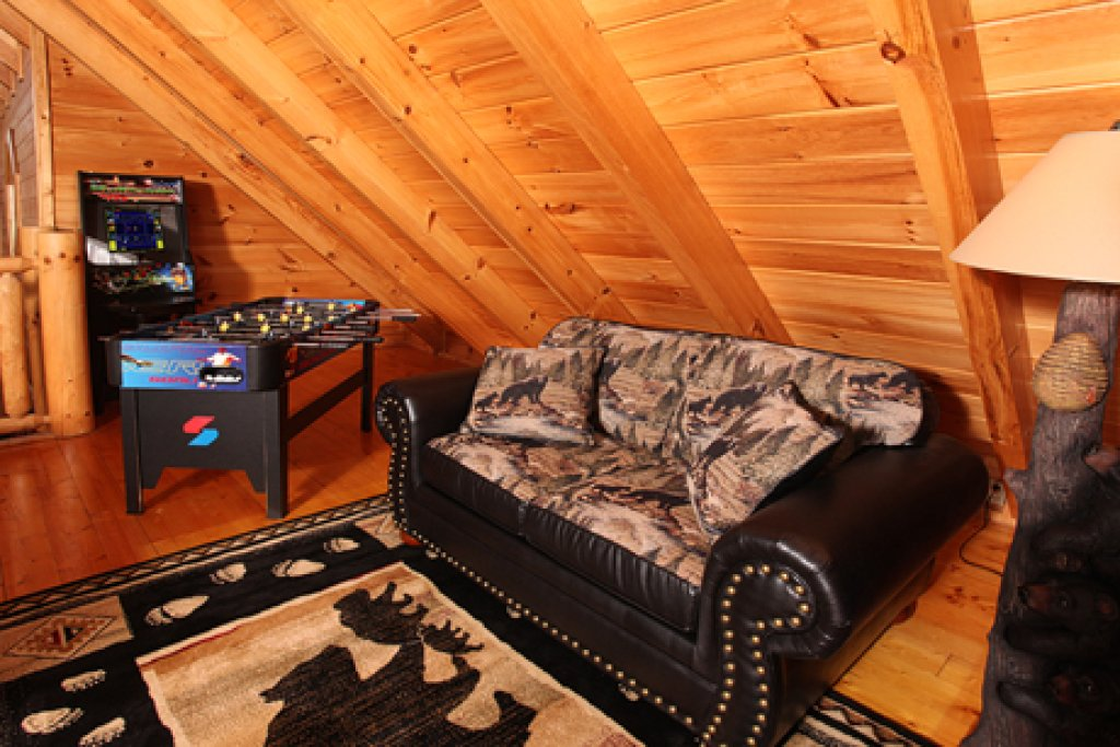 Photo of a Sevierville Cabin named Moose-behaving - This is the ninth photo in the set.