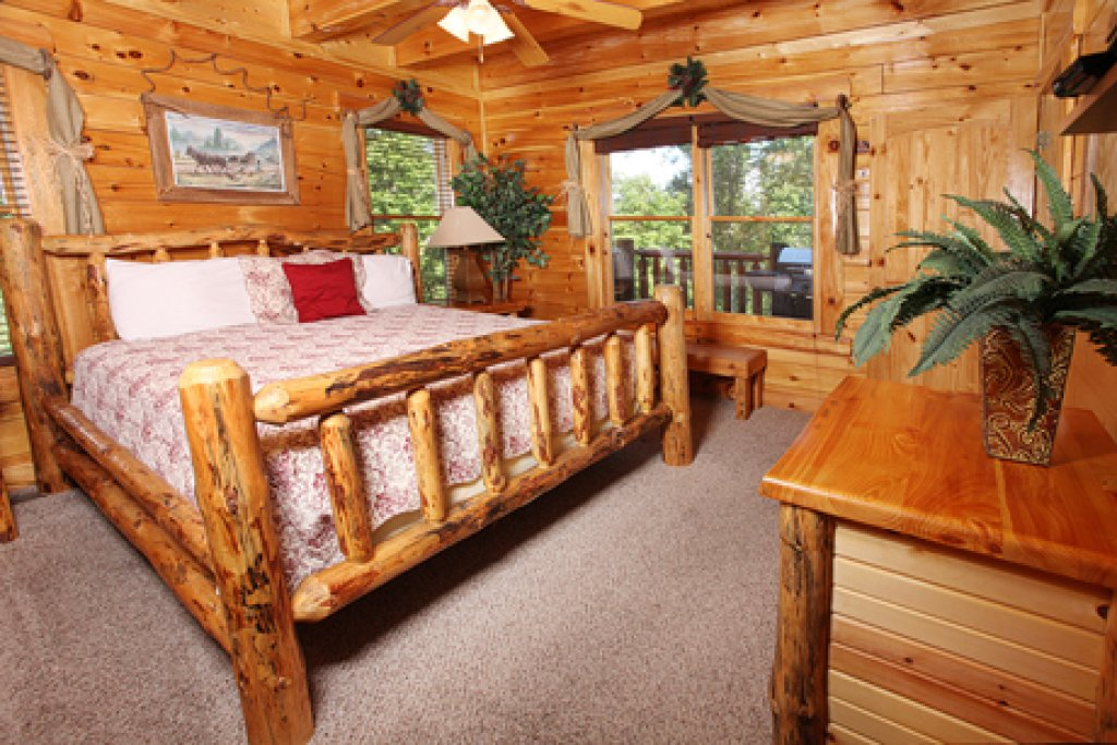 Photo of a Sevierville Cabin named Estate Of Relaxation - This is the fifth photo in the set.