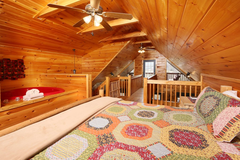 Photo of a Sevierville Cabin named Fireside Memories - This is the seventh photo in the set.