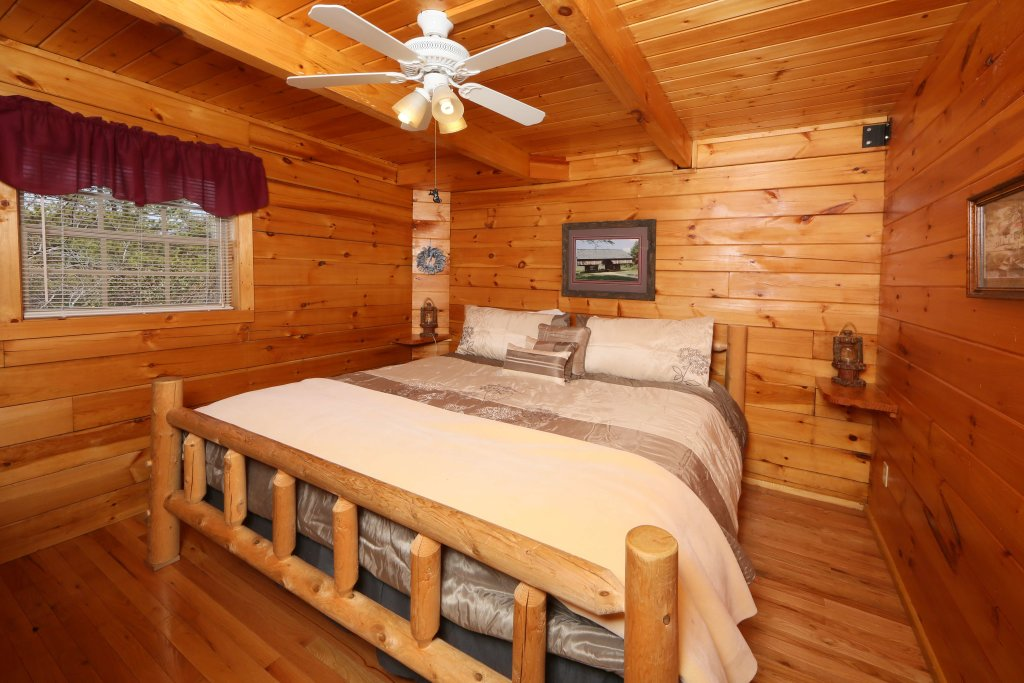 Photo of a Sevierville Cabin named Fireside Memories - This is the fifth photo in the set.