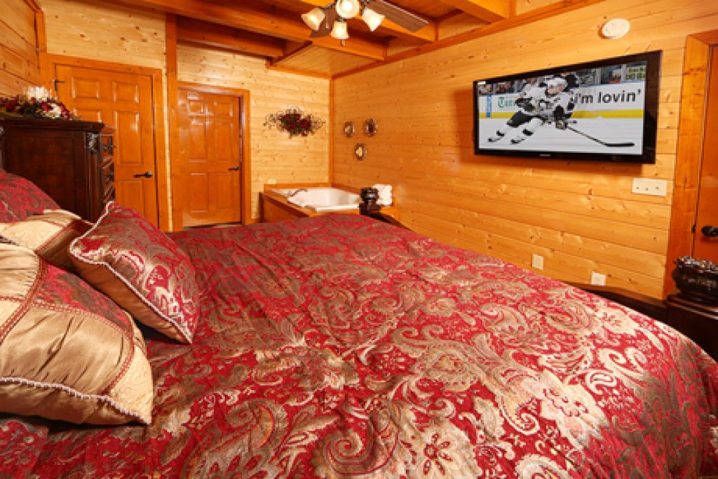Photo of a Sevierville Cabin named Paradise Mountain Pool Lodge - This is the ninth photo in the set.