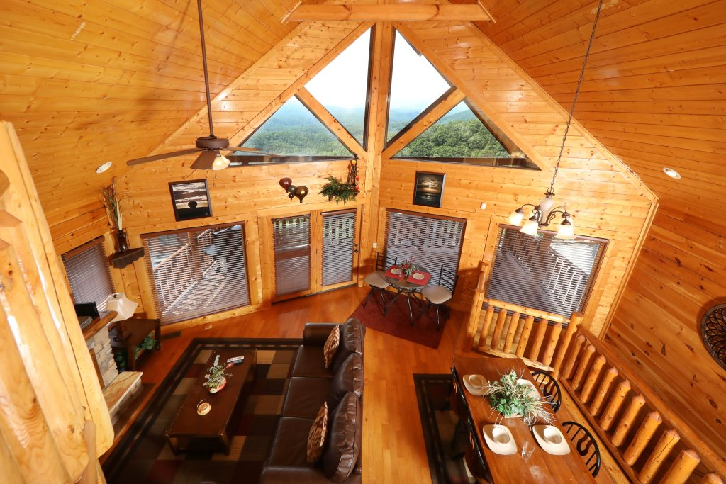 Photo of a Pigeon Forge Cabin named Up, Up & Away - This is the third photo in the set.