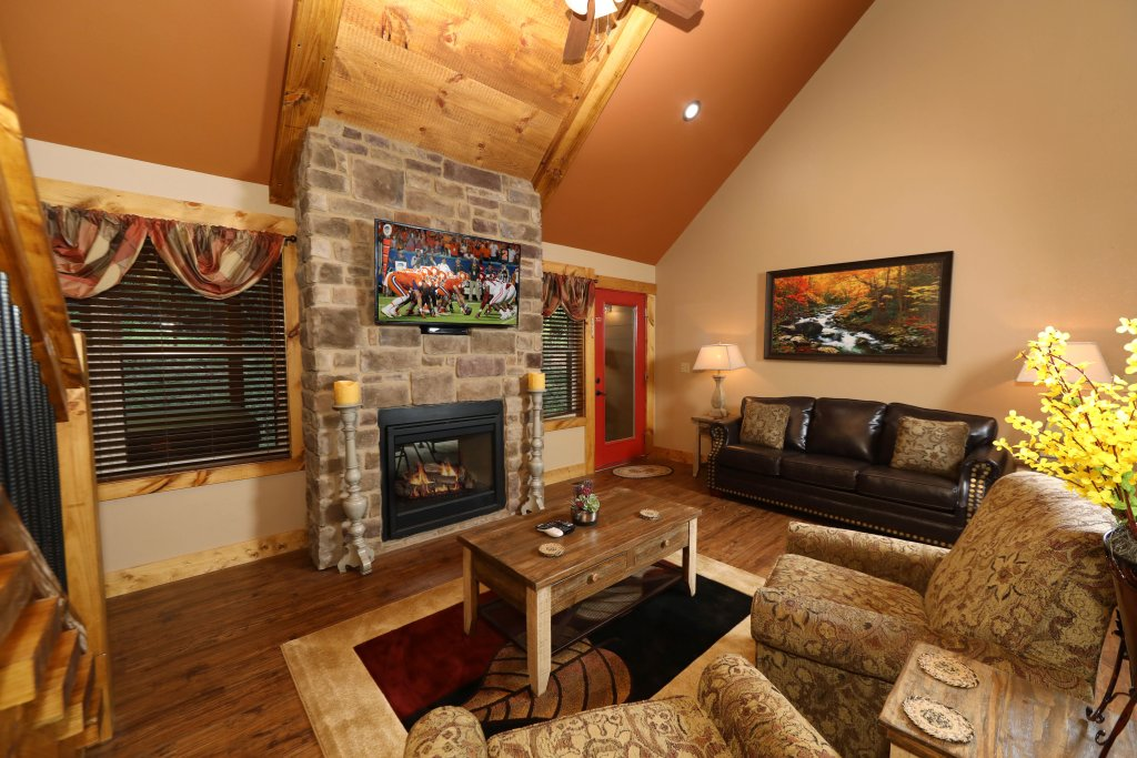 Photo of a Gatlinburg Chalet named Misty Mountainside - This is the fourth photo in the set.