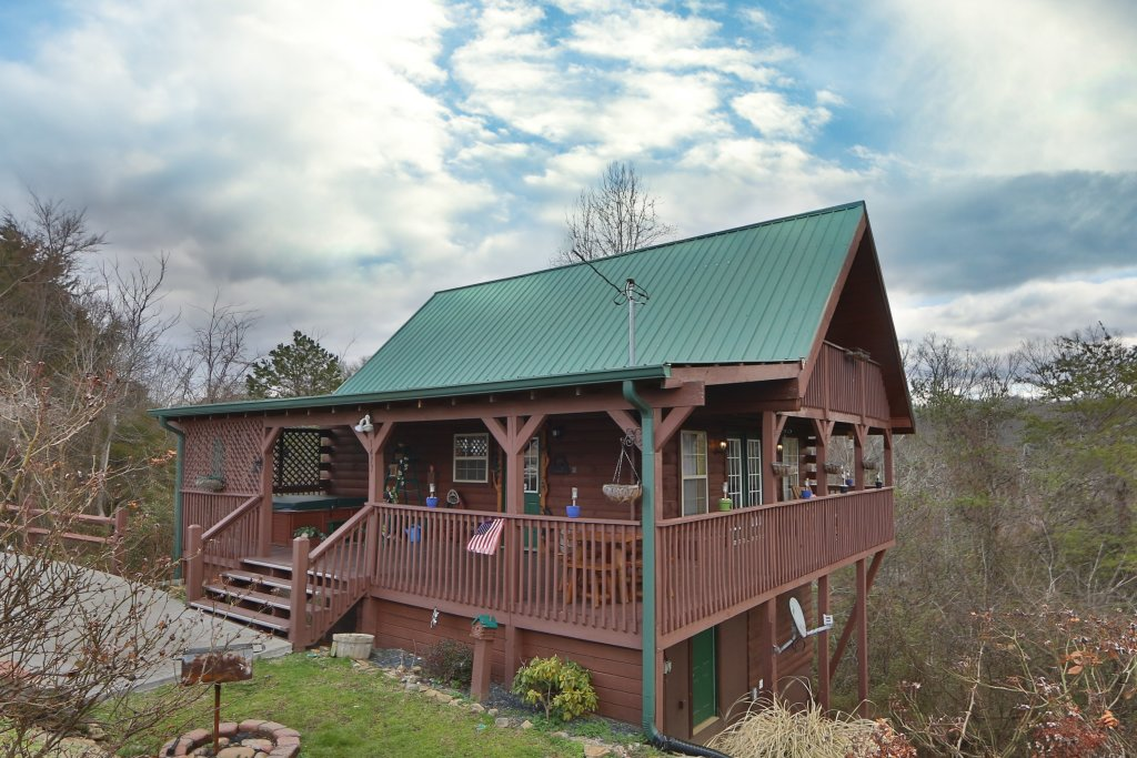 Photo of a Sevierville Cabin named Fireside Memories - This is the first photo in the set.